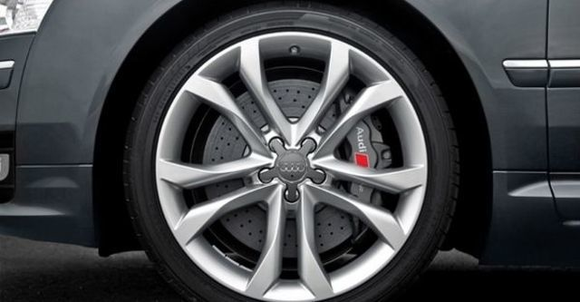 2008 Audi S8 Sedan  第6張相片