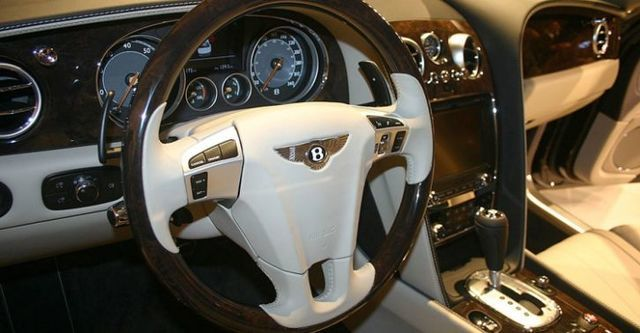 2015 Bentley Flying Spur 6.0 W12  第8張相片