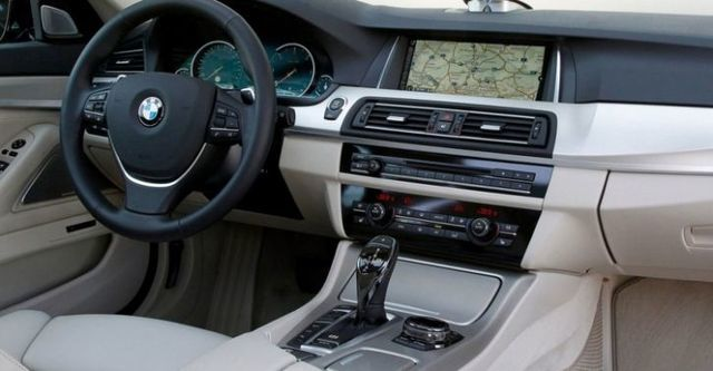 2014 BMW 5-Series Touring 520d  第7張相片