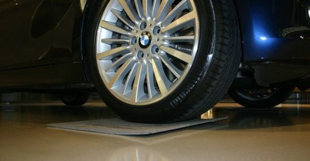 2013 BMW 3-Series Sedan 335i Sport  第5張相片