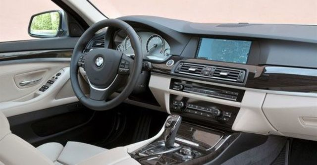 2013 BMW 5-Series Sedan ActiveHybrid 5  第10張相片