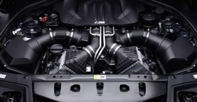 2013 BMW 5-Series Sedan M5  第10張相片