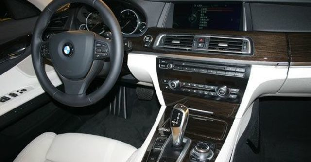 2013 BMW 7-Series 730i  第7張相片