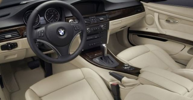 2012 BMW 3-Series Coupe 320i  第7張相片