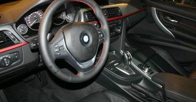 2012 BMW 3-Series Sedan 320i Sport  第10張相片