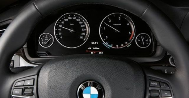 2012 BMW 5-Series Sedan 530d  第11張相片