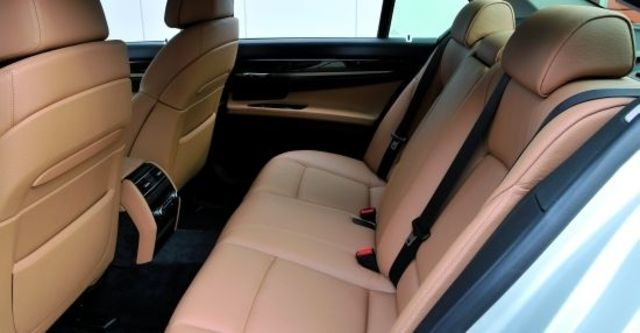 2012 BMW 7-Series 730i  第7張相片