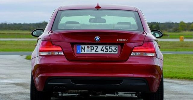 2011 BMW 1-Series Coupe 135i  第12張相片