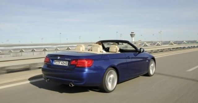 2011 BMW 3-Series Convertible 335i  第8張相片