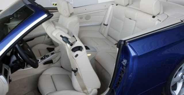 2011 BMW 3-Series Convertible 335i  第13張相片