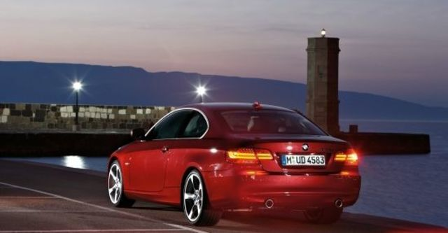 2011 BMW 3-Series Coupe 335i  第6張相片