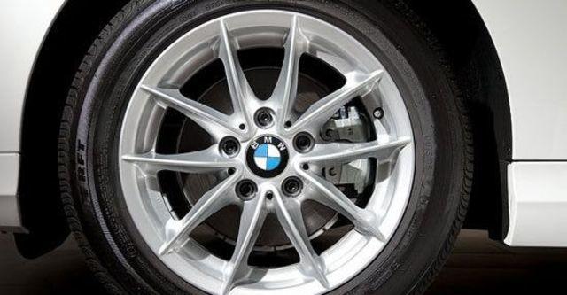 2011 BMW 3-Series Sedan 318d  第6張相片