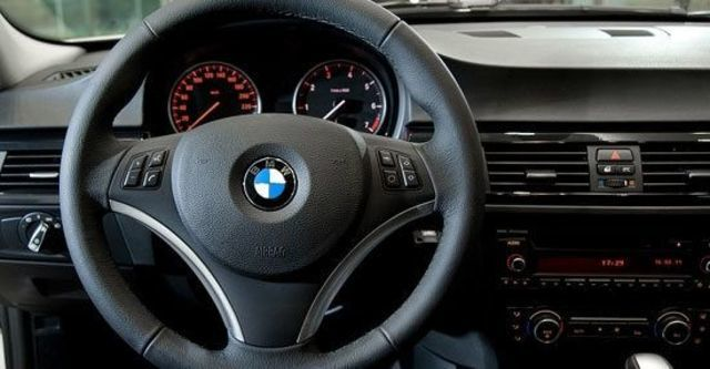 2011 BMW 3-Series Sedan 318d  第8張相片