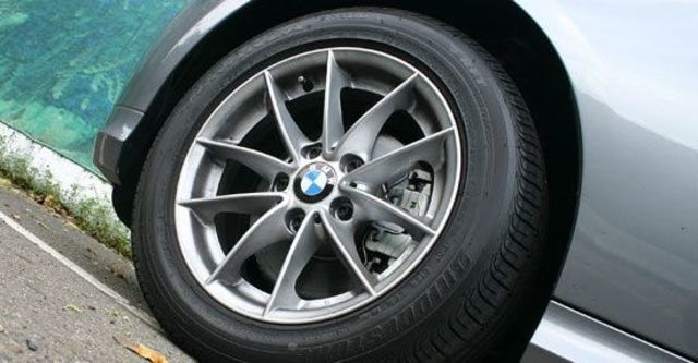 2011 BMW 3-Series Sedan 320i  第11張相片
