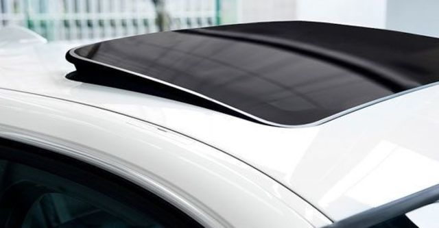 2011 BMW 3-Series Sedan 323i  第3張相片