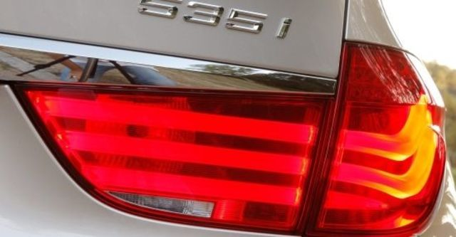 2011 BMW 5-Series GT 535i  第7張相片