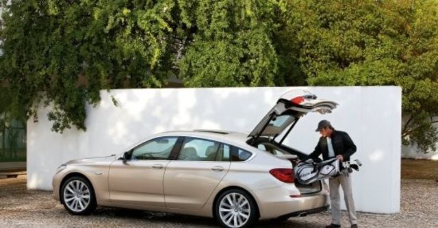 2011 BMW 5-Series GT 550i  第7張相片