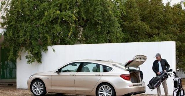 2011 BMW 5-Series GT 550i  第8張相片