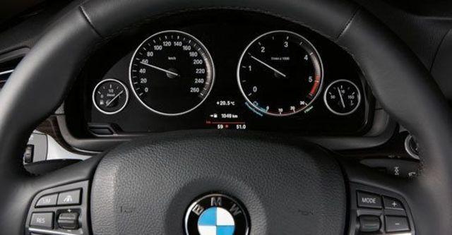 2011 BMW 5-Series Sedan 530d  第11張相片