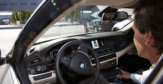 2011 BMW 5-Series Sedan 535d M Sports Package  第9張相片