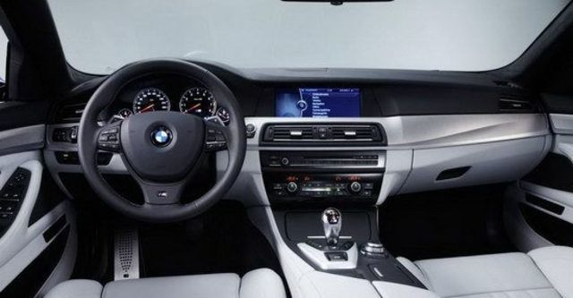 2011 BMW 5-Series Sedan M5  第8張相片