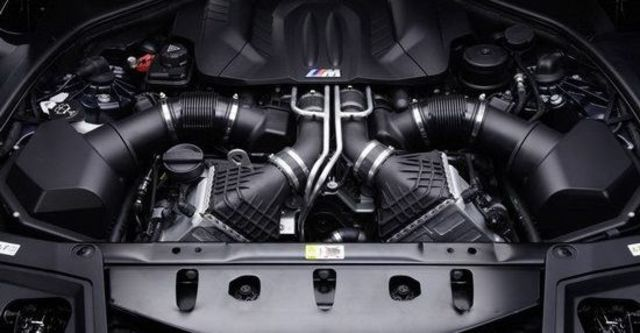 2011 BMW 5-Series Sedan M5  第10張相片