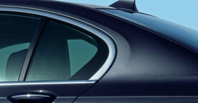 2011 BMW 7-Series 730d  第7張相片