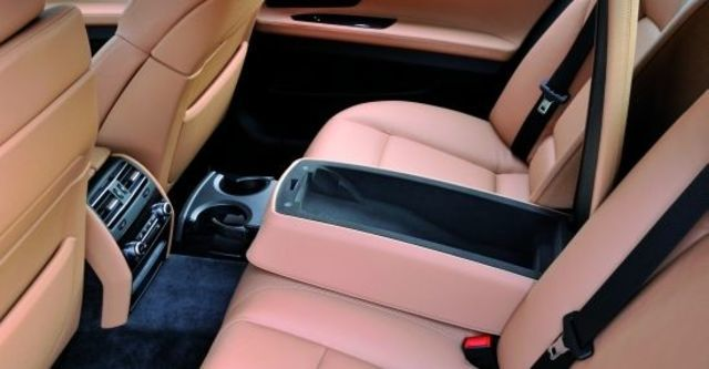 2011 BMW 7-Series 740i  第7張相片