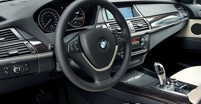 2011 BMW X5 xDrive50i  第7張相片