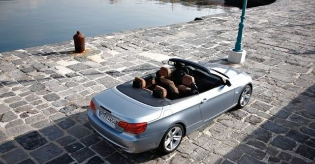 2010 BMW 3-Series Convertible 320i  第3張相片