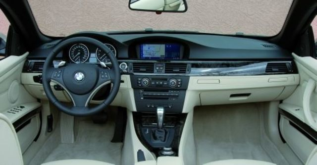 2010 BMW 3-Series Convertible 320i  第7張相片