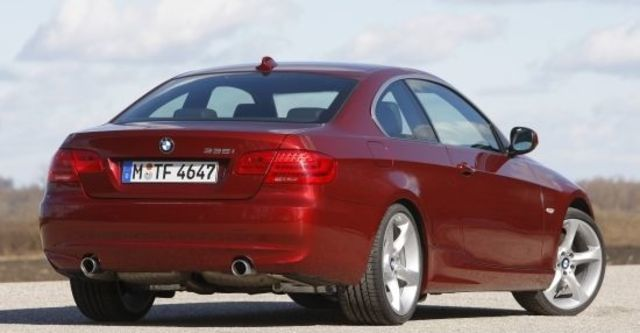 2010 BMW 3-Series Coupe 320i  第3張相片