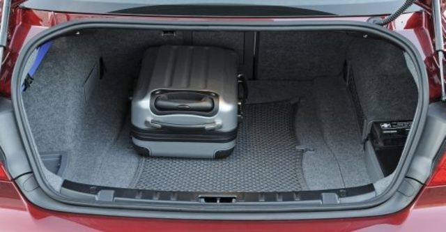 2010 BMW 3-Series Coupe 320i  第8張相片