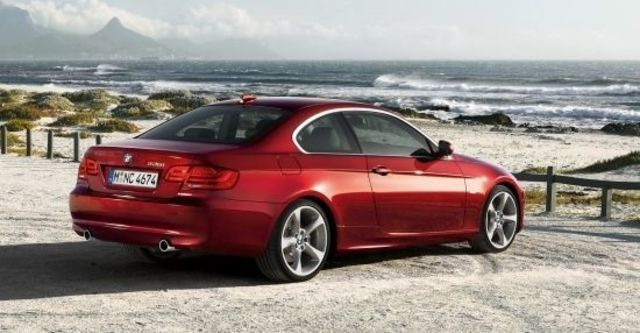 2010 BMW 3-Series Coupe 325i  第7張相片