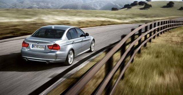 2010 BMW 3-Series Sedan 323i  第7張相片