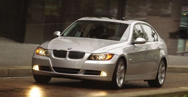 2010 BMW 3-Series Sedan 325i  第2張相片