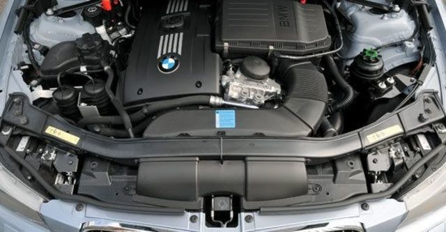 2010 BMW 3-Series Sedan 325i  第3張相片