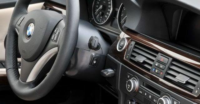 2010 BMW 3-Series Sedan 325i  第4張相片