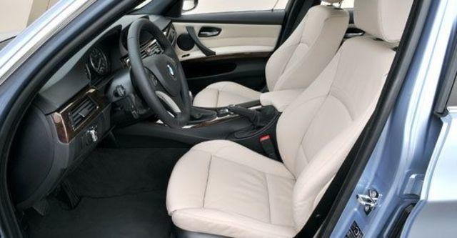 2010 BMW 3-Series Sedan 325i  第11張相片
