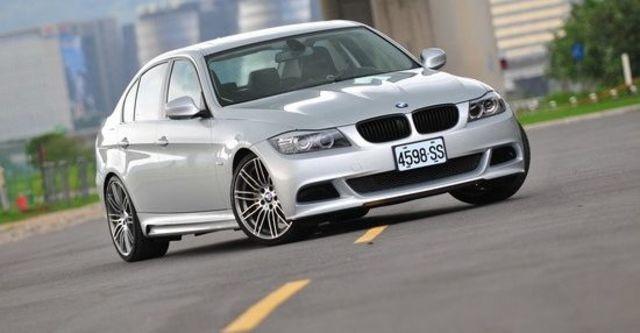 2010 BMW 3-Series Sedan 330i  第1張相片