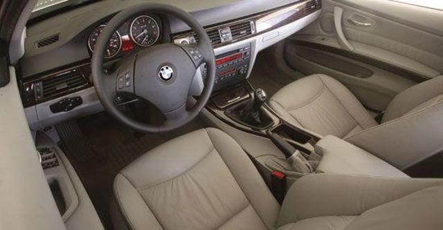 2010 BMW 3-Series Sedan 330i  第11張相片