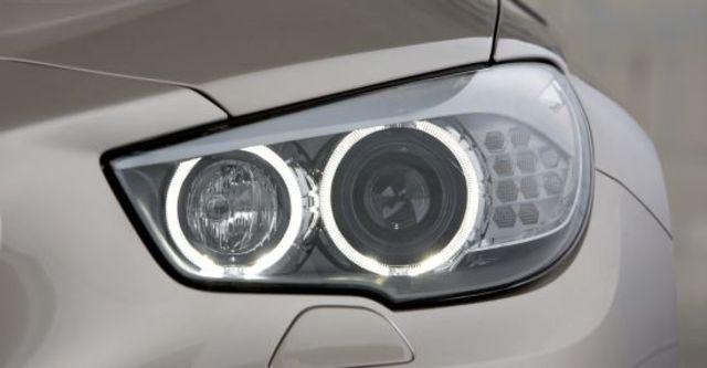 2010 BMW 5-Series GT 550i  第5張相片