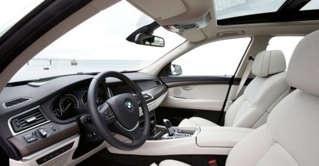 2010 BMW 5-Series GT 550i  第9張相片