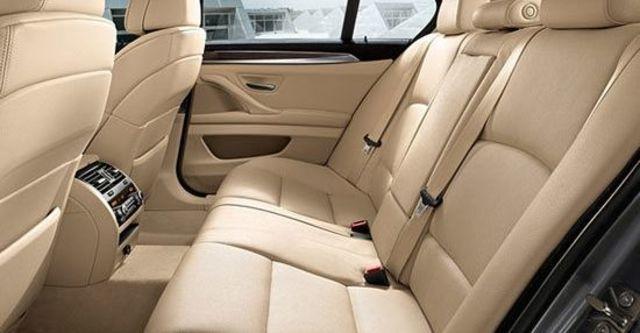 2010 BMW 5-Series Sedan 520d  第7張相片