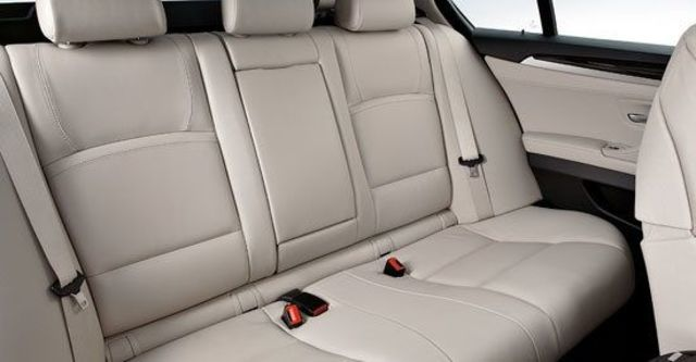 2010 BMW 5-Series Sedan 528i  第10張相片