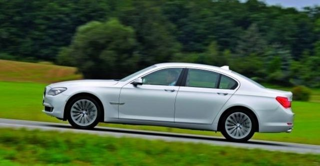 2010 BMW 7-Series 730i  第3張相片