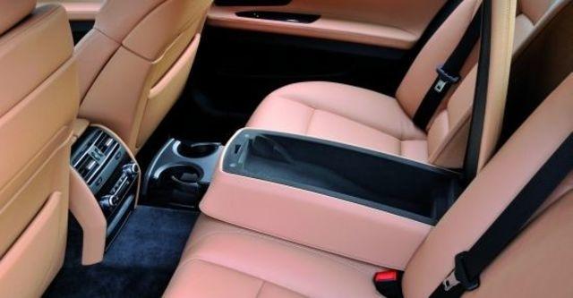 2010 BMW 7-Series 740i  第7張相片