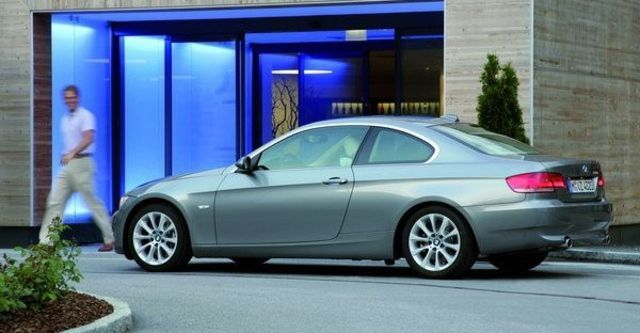 2009 BMW 3 Series Coupe 325i  第6張相片