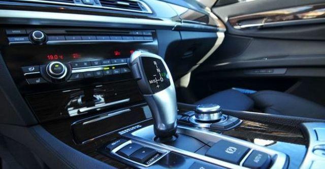 2009 BMW 7 Series 730d  第8張相片