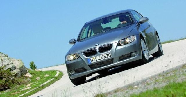 2008 BMW 3 Series Coupe 330i  第10張相片